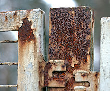 http://upload.wikimedia.org/wikipedia/commons/thumb/b/bf/Rusty_fence_aka.jpg/220px-Rusty_fence_aka.jpg